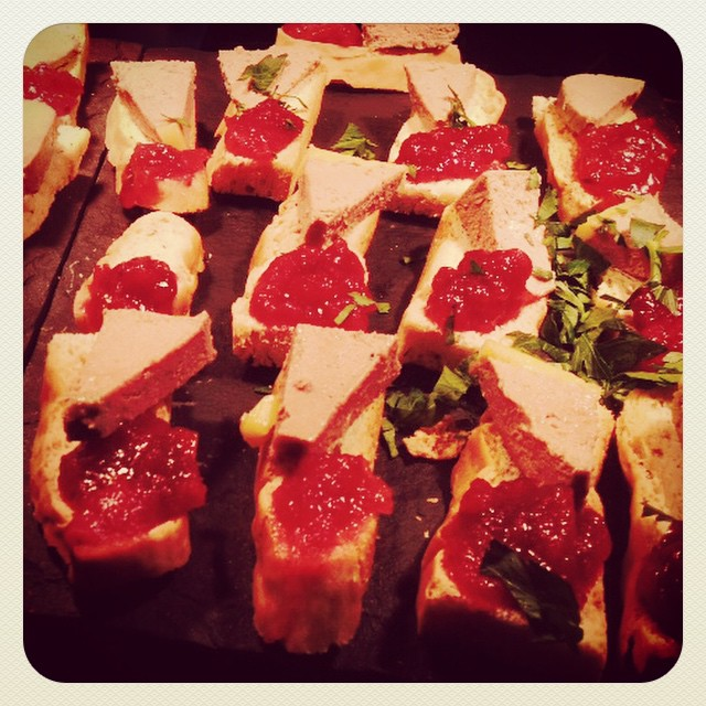 Duck pate, apple & cranberry chutney, toasted focaccia ??? #canape #buffet #pate #chutney #pub #bar #food #finsburypark #crouchend #crouchhill #muswellhill #camden #hornsey #haringey #holloway #london #lovelondon #lovefood #pubfood #event #function #antic #anticlondon @anticlondon @anticevents